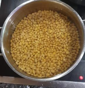 Le soja doit être lavé et rincé. Il est nourrissant et apporte des protéines végétales.