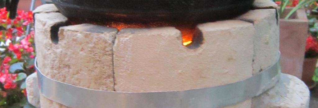Un foyer en argile qui consomme peu de bois